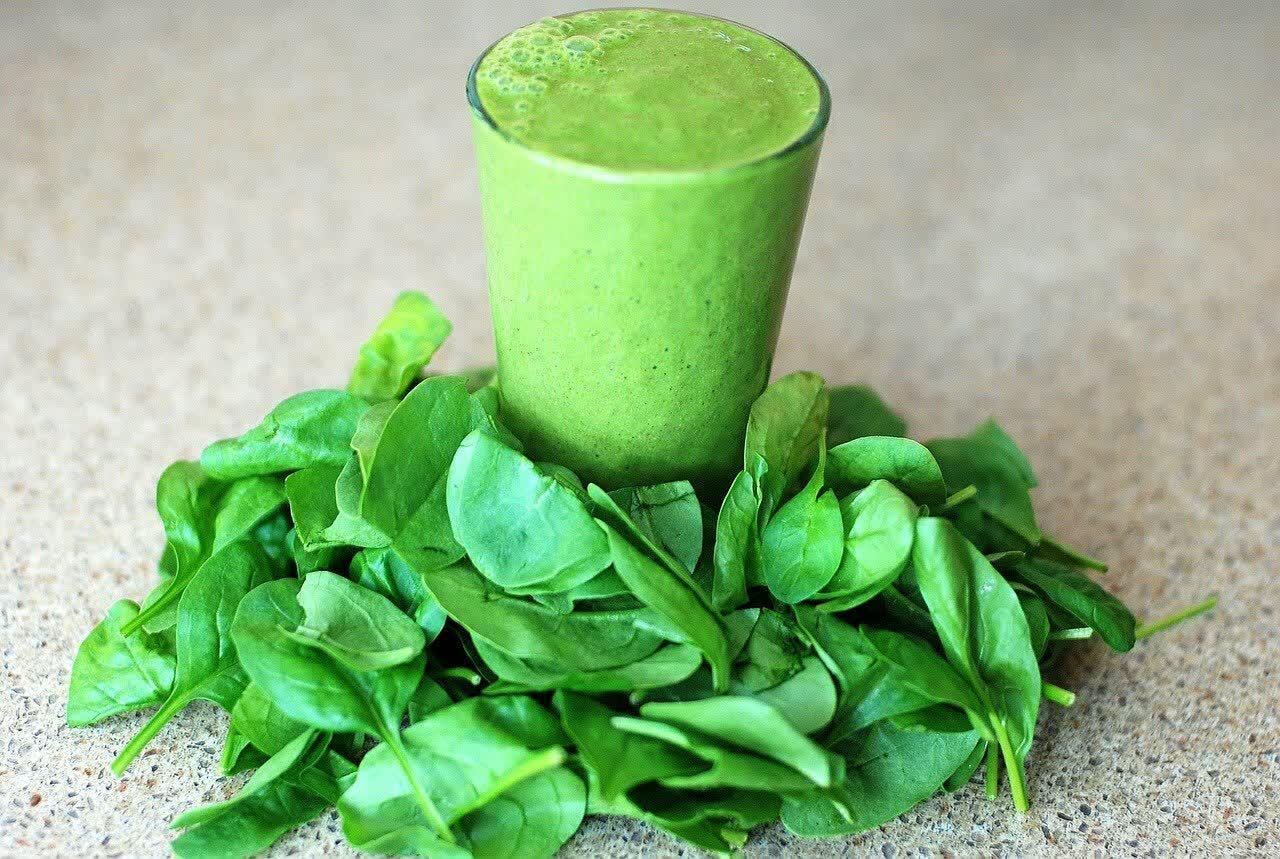 зелёный овощ шпинат